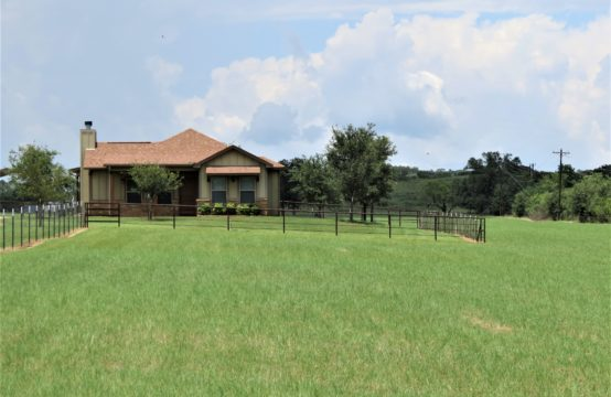 460 Goehmann Lane, Fredericksburg, Texas &#8211&#x3B; Charming Country home &#038&#x3B; 15.9 acres! Bring your horses!